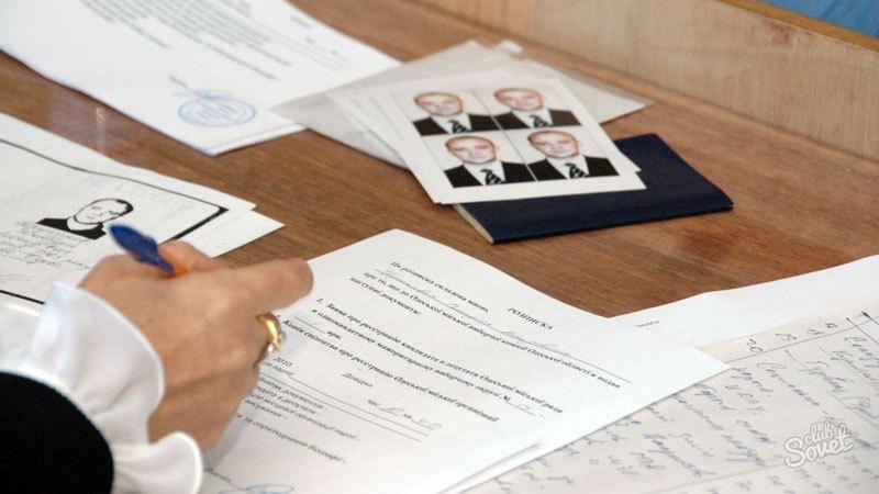 Недостатком представленного способа подачи документов выступает длинная очередь, в которой придется провести не один ча