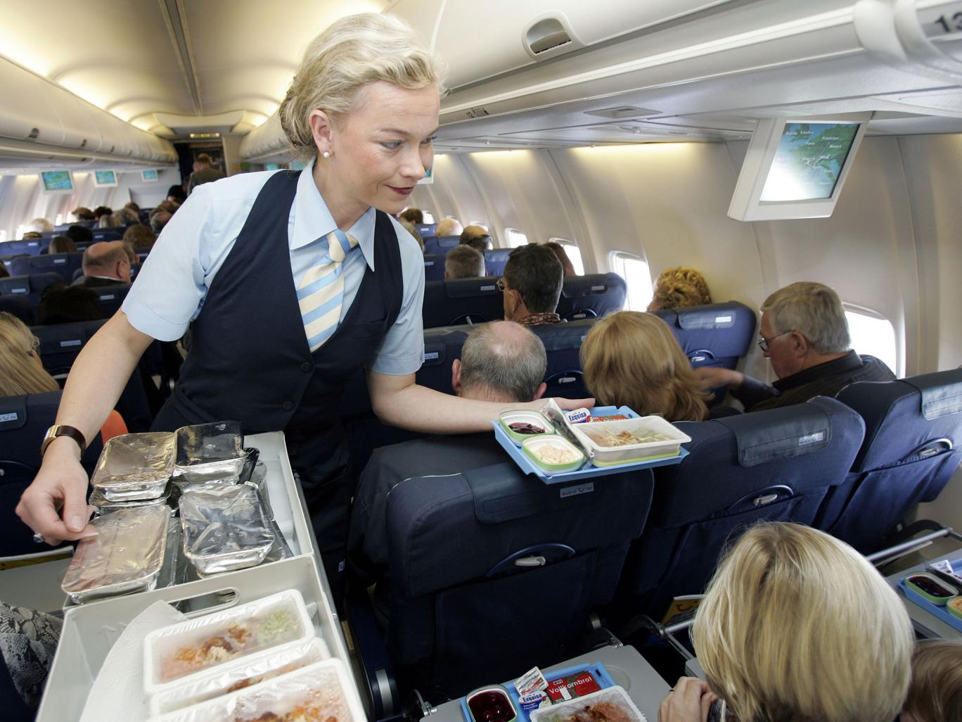 Путешествовать на самолете быстрее и безопаснее, чем на автомобиле