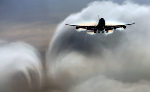 Самолет попал в турбулентность