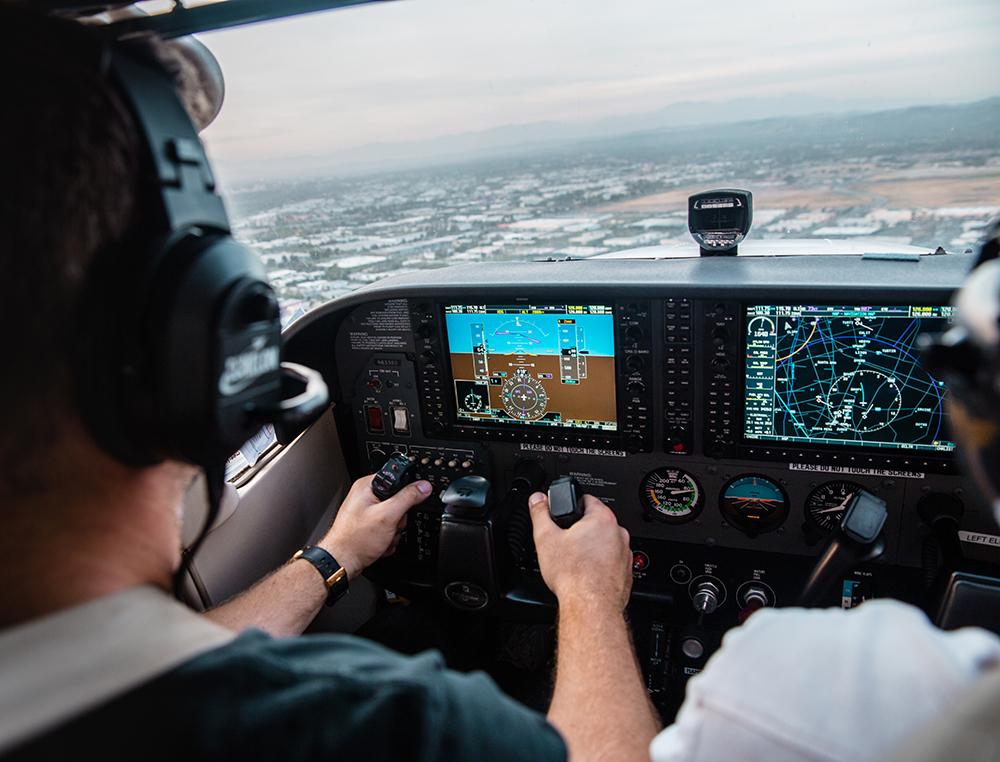 Самолеты подвергают тестированиям и техническим проверкам