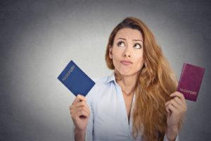 Ваша страна может автоматически лишить вас гражданства, если вы принимаете гражданство США посредством натурализации, так как клятва на верность Америке требует отказа от верности другой стране