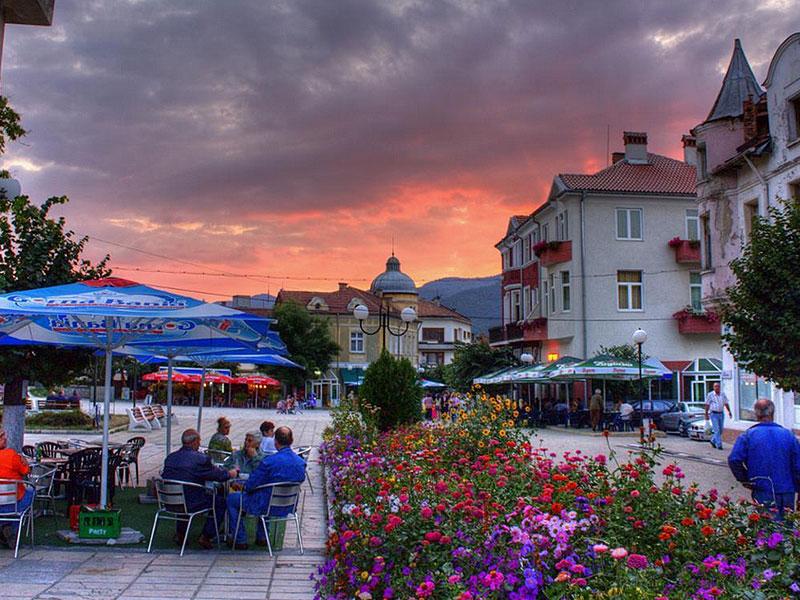 Болгария изчестна приятным и полезным для здоровья микроклиматом, красивыми пейзажами и доступными ценами.