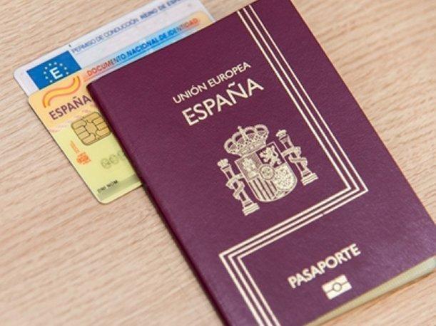 Чтобы получить паспорт гражданина Испании, необходимо постоянно проживать на территории Испании на протяжении 10 лет или больше