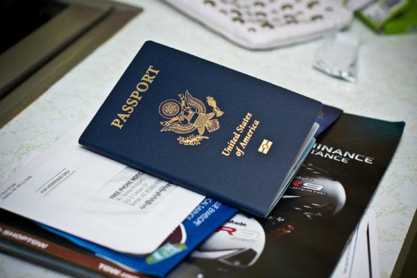 Для работы на определенных должностях в государственных учреждениях требуется американское гражданство