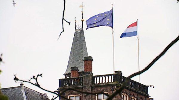 Флаги Евросоюза и Нидерландов