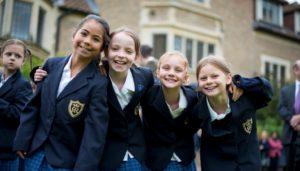 К долгосрочным программам относится обучение детей и подростков в общеобразовательных школах за границей