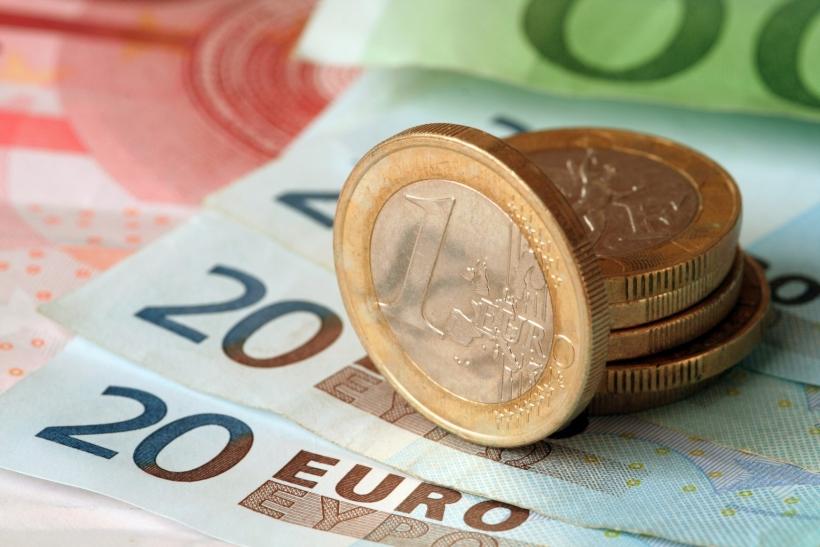 К моменту открытия визы у студента должно быть минимум 9000 евро на счету