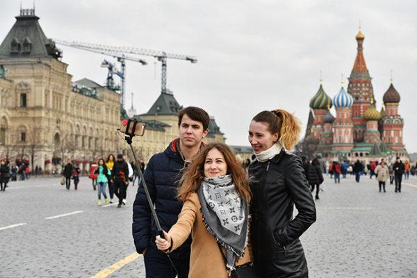 Перемещаться по стране иностранец может свободно