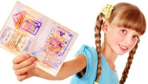 Ребенок старше 14 лет должен иметь собственный загранпаспорт