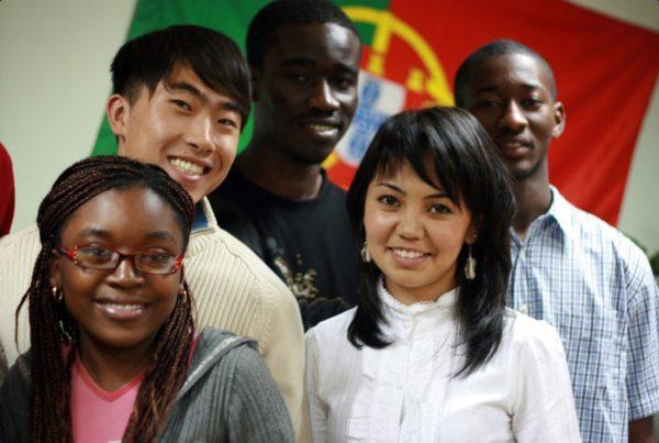 С РВП иностранцы могут учиться, работать, получить ИНН