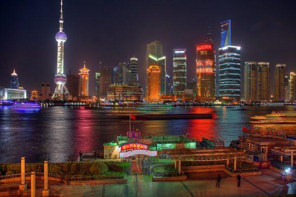 Шанхай — город, где жизнь кипит и днем, и ночью