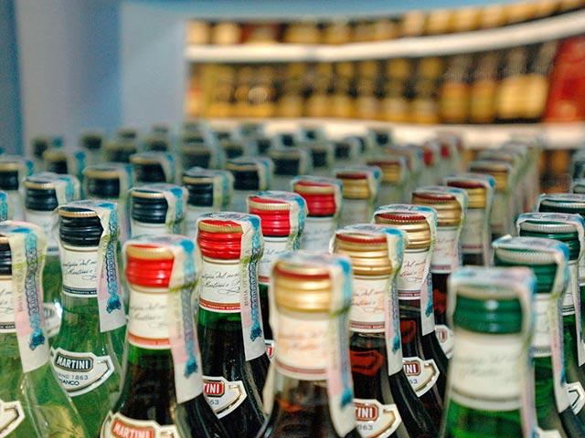 В 2017 году на территорию России запрещается ввозить алкогольную продукцию более 5 литров