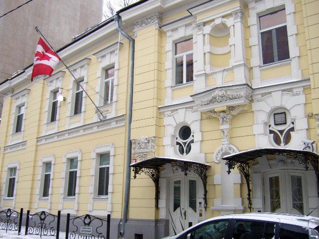 В Посольство Канады ходить за визой не стоит