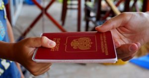 В соответствии с законом оформление загранпаспорта нового образца без аннулирования уже выданного не допускается в случае, если срок действия удостоверения не истек