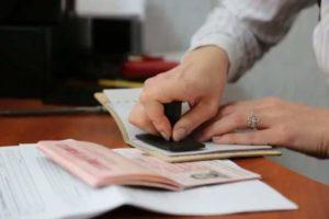 Вступивший с 1 сентября в силу закон предусматривает значительное упрощение процедуры получения вида на жительства и гражданства РФ для украинцев