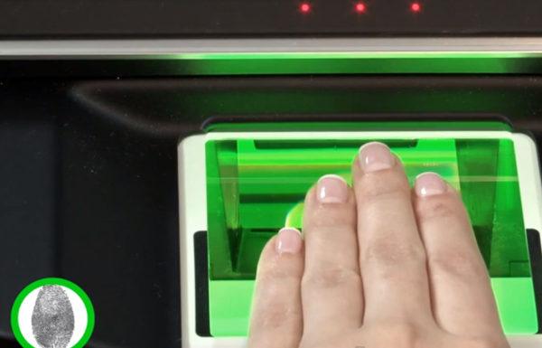 Дактилоскопия делается при помощи специализированного сканирующего прибора