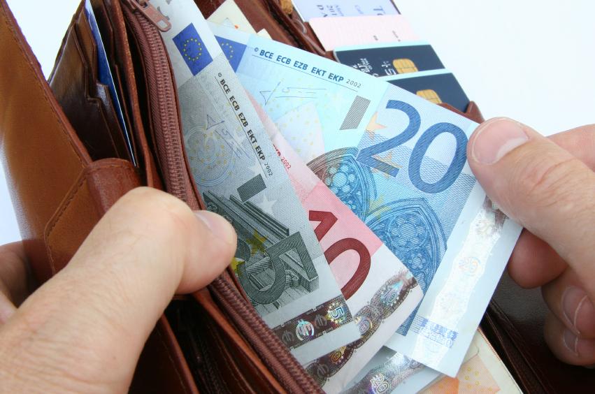 В большинстве случаев стоимость Шенгенской визы составляет 35 евро