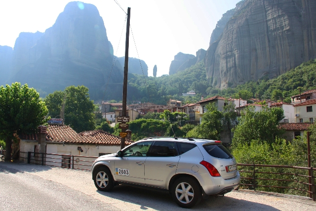 Если поездка в Грецию осуществляется на собственном автомобиле, то необходимо приложить документы на право владения и управления (водительские права) автомобилем, страховое свидетельство и талон прохождения техосмотра, подробный маршрут, в котором указать места и предполагаемую дату транзитного пересечения границ иностранных государств