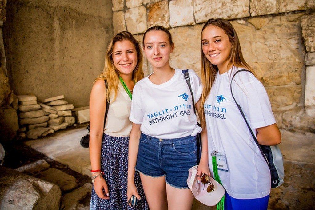 Ежегодно на Таглит в Израиль ездят сотни ребят со всего мира. Многие из них признаются, что эта поездка стала одним из интереснейших приключений в их жизни, открыв древнюю и манящую страну их предков
