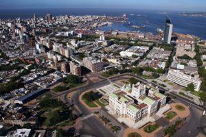 Монтевидео, основанный испанцами в 1726 году, — столица и самый большой город Уругвая, он же является главным морским портом