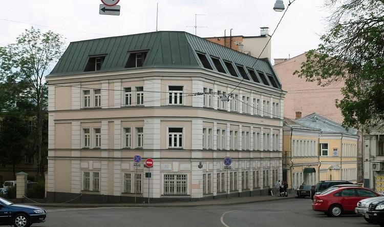 На территории России действует Посольство Австралии, Почётное консульство во Владивостоке и Почётный Консул в Санкт-Петербурге