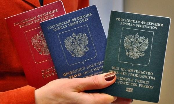 Проживание иностранных граждан на территории РФ в течение длительного периода требует легализации. Для этого необходимо получить вид на жительство в России