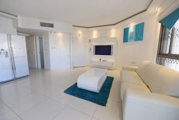 3-х комнатная квартира с бассейном в Эйлате