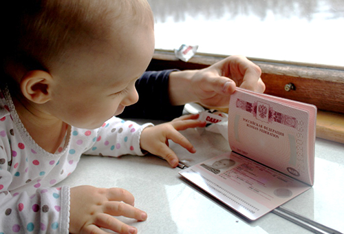 С какого возраста нужно делать ребенку собственный загранпаспорт