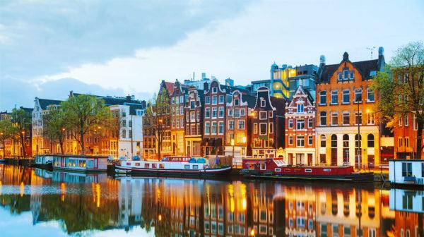 Амстердам — один из интереснейших городов Европы. Его часто называют северной Венецией