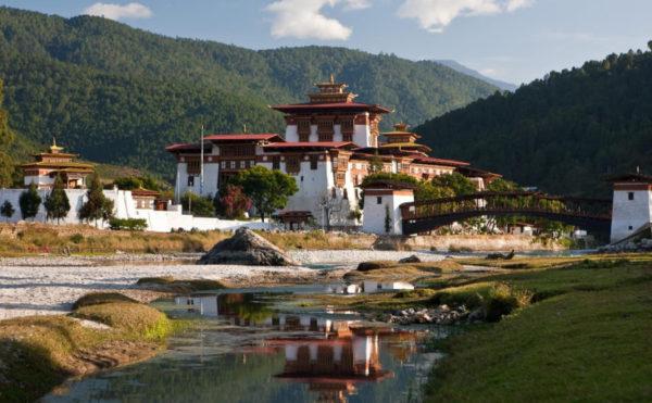 Бутан — единственное в мире государство, в котором существует Министерство Счастья, таким образом, счастье поставлено во главу угла национальной политики