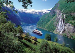 Гейрангер-фьорд – фьорд в регионе Суннмёре, расположенный в самой южной части фюльке Мёре-ог-Ромсдал в Норвегии