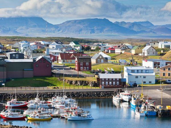 Исландские дома не нуждаются в искусственном отоплении! Пар и горячая вода попадают в дома прямо из природных горячих источников