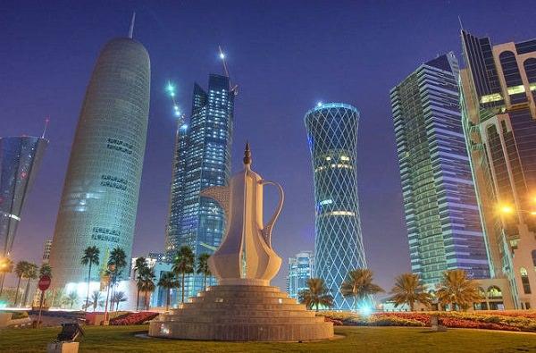 Катар — типичное нефтедобывающее арабское государство, страна непростительно богата и ничтожно мала