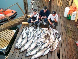 Моряки на рыболовецком судне