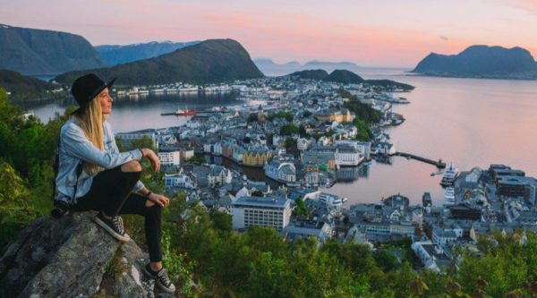 Норвегия в переводе со старо норвежского означает – «северный путь»