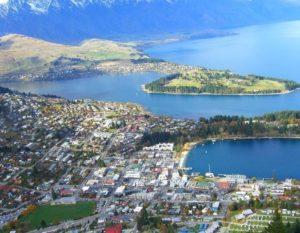 Новая Зеландия расположена между Австралией и Антарктидой, и является самой малонаселенной территорией