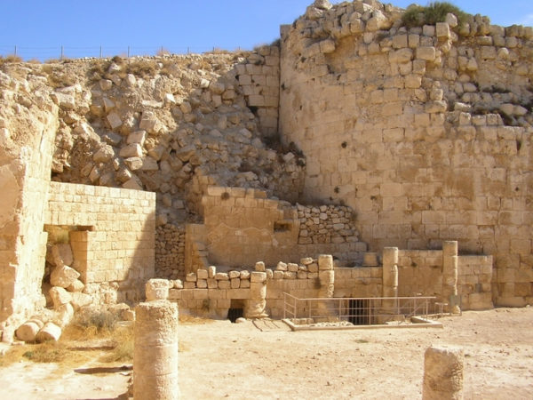 Руины дворца царя Ирода, Масада в Иудейской пустыне