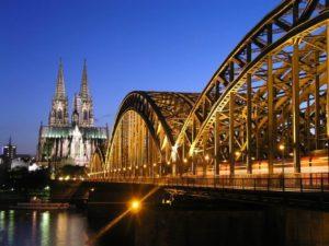 Самый крупный город Австрии — Вена с населением 1,7 млн человек
