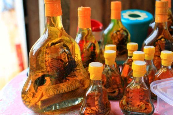 Спиртовая настойка на змеях и скорпионах