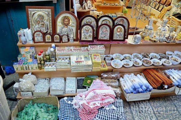 Традиционные сувениры на базаре в старом Иерусалиме