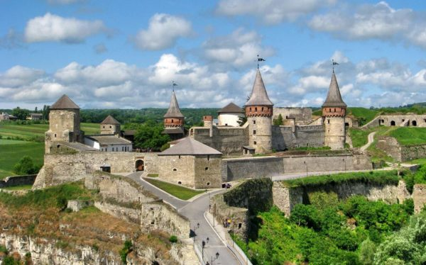 Украина − страна, богатая своими уникальными достопримечательностями и интересными историческими местами
