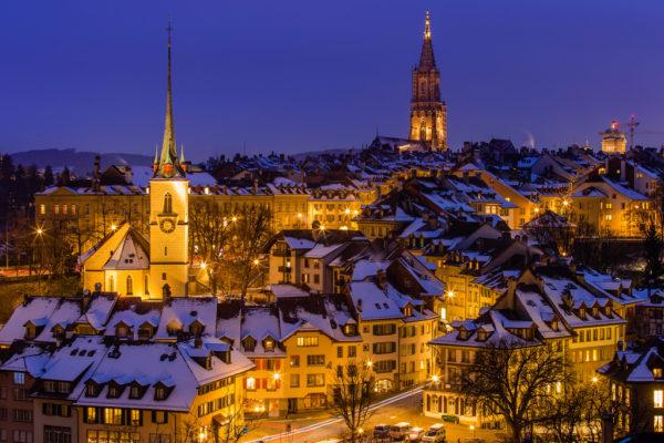 В Швейцарии нет ни одного крупного города. В самом большом, Цюрихе, проживает всего 400 тысяч жителей