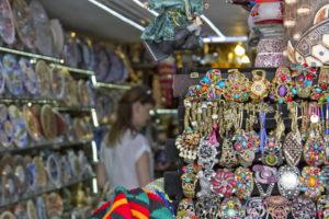 В Турции много интересных вещей, сувениров, необычных аксессуаров