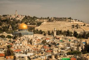 Вид на старый город Иерусалим и Масличную гору
