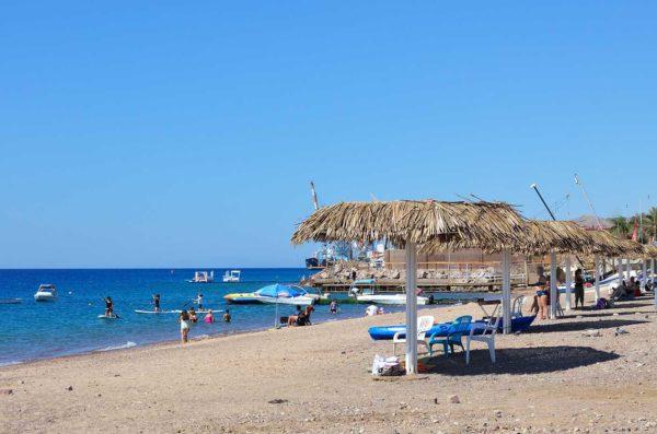 Западный пляж Хоф Хашмаль на Красном море в Израиле
