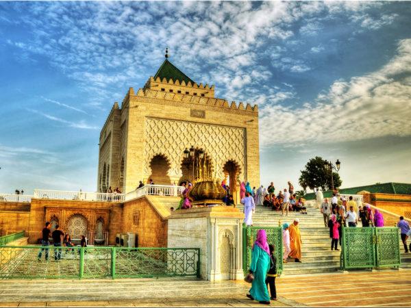 Яркое и таинственное Королевство удивительным образом сочетает в себе темперамент Востока и сдержанность Запада, очаровывая туристов колоритом и жизнелюбием своих жителей
