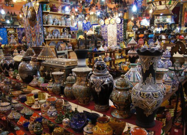 Без специального разрешения запрещен вывоз предметов и вещей, представляющих историческую и художественную ценность