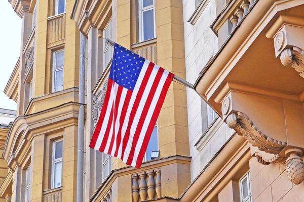 Большинство посольств и консульств требует для проведения собеседования только одну фотографию в распечатанном виде