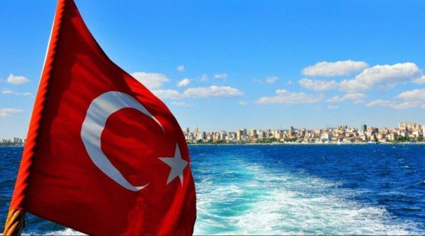 Чтобы въехать в Турцию вам потребуется загранпаспорт, действительный как минимум ещё на четыре месяца после того как вы вернётесь