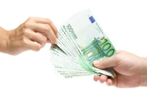 Дешевле всего виза обойдется при личной подаче в консульство
